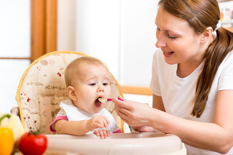 İlk Günlerde Bebek Bakımı ve Beslenmesi